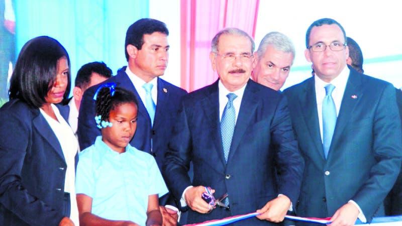 El Pais/.El Presidente Danilo Medina Sanchez Entrega el centro Educativo El Guanito,Hoy/ Jose Francisco ,11-9-2018