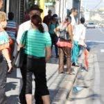 SANTIAGO.-  Las protestas de los transportistas de esta ciudad que repudian las alzas en los precios de los combustibles provocaron enfrentamientos con agentes policiales, dejando un saldo de ocho personas heridas, mientras cientos de ciudadanos se quedaron varados cuando se aventuraron para llegar a su lugar de trabajo.  Hoy/Yeraldo Cruz 12/9/18