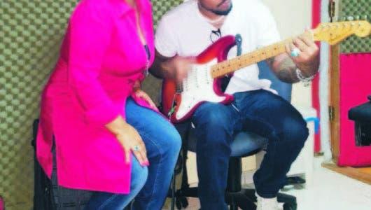 Jackeline Estévez graba balada urbana a dúo con Vakeró
