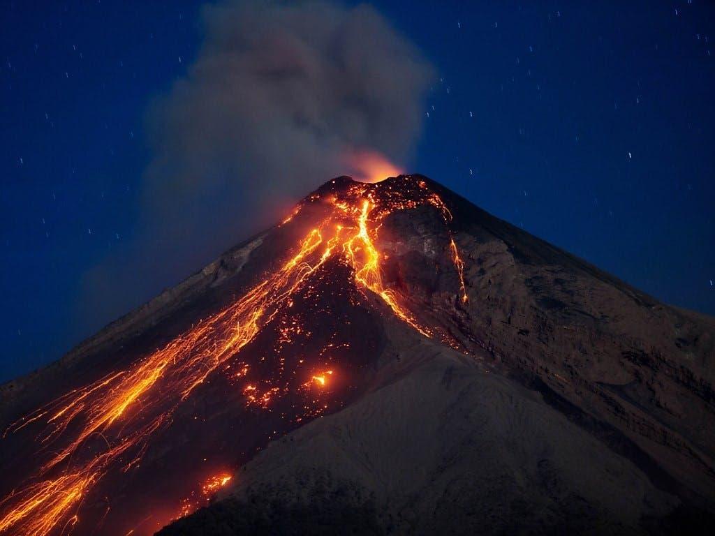 Volcán de Fuego registra hasta 9 explosiones por hora en Guatemala