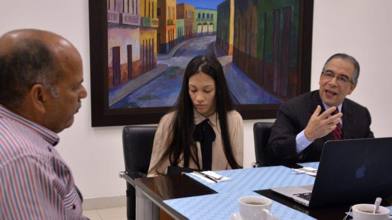 Encuentro Económico semanal del periódico Hoy, con el señor Luis Sánchez, consultor aduanero, y Cristy Sánchez Canaán, su asistente. Hoy/ Napoleón Marte 05/09/2018