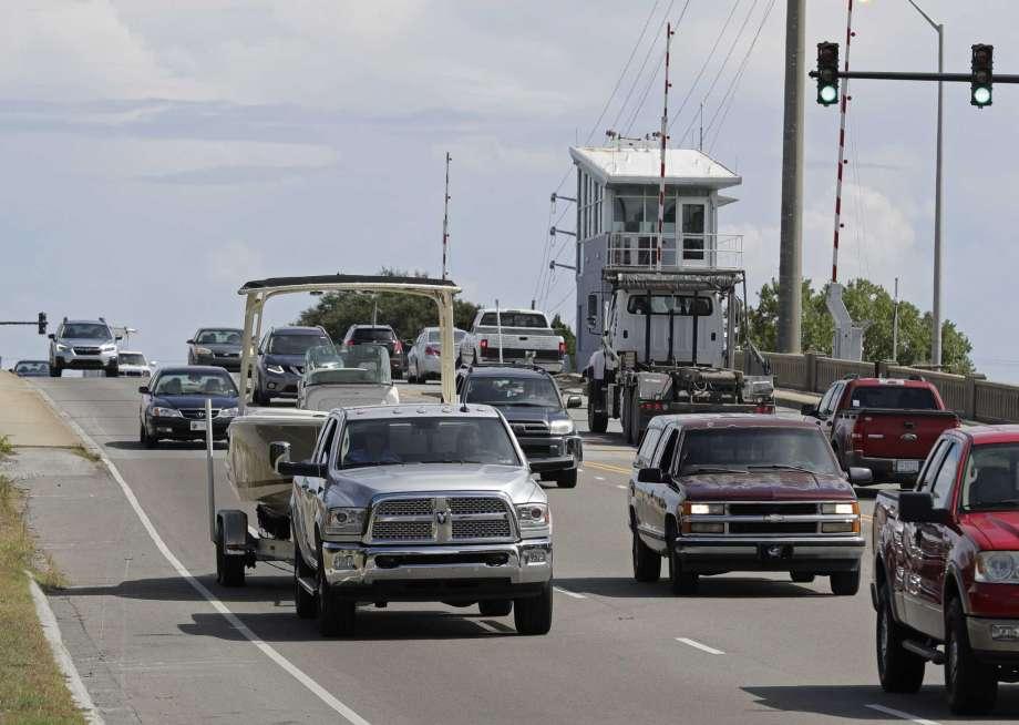 Miles desalojan la costa este de EEUU por huracán Florence
