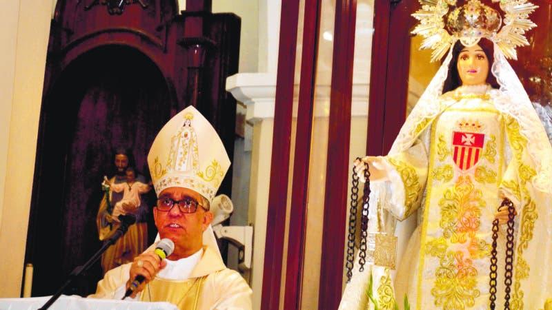 El obispo de la Diocesis de esta ciudad, monseñor Héctor Rafael Rodríguez, llamó ayer a la sociedad dominicana a romper las cadenas de la corrupción, la impunidad y la complicidad, así como los males de las drogas, la  violencia intrafamiliar y  la inseguridad ciudadana que tanto dolor y sangre ha llevado a las familias. F. E. 24/09/2018