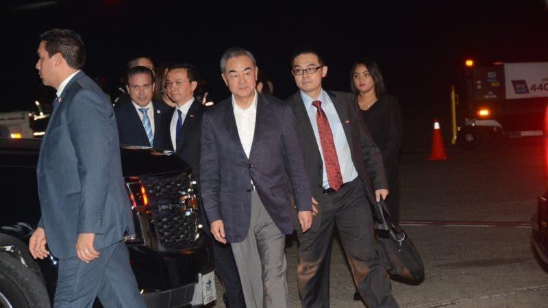 El canciller de China, Wang Yi, llegó este jueves al país, para reunirse con su colega Miguel Vargas, y asistir a la inauguración de la primera embajada de la nación asiática en la Republica Dominicana. 20-9-2018 HOY / Ariel Gomez.