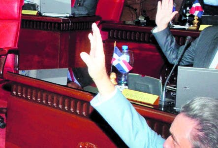 El Pais/  El Presidente del Senado Reinaldo  Pared Perez, preside la Seccion del Senado ,donde se desarrollo la seccion,Hoy/Jose Francisco .12-9-2018
