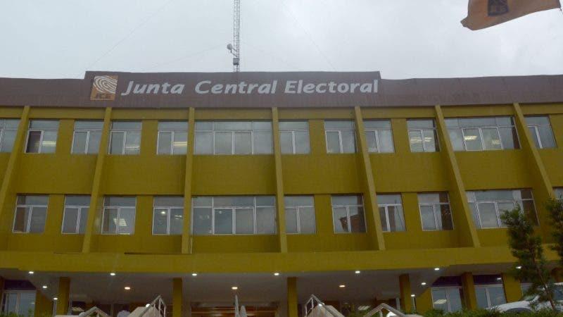 Fachada, Junta Central Electoral. 25-05-16. Fotos: Adolfo Woodley Valdez.