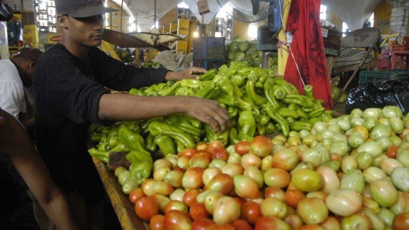 Economía - Visita al Mercado Nuevo de Capotillo, para verificar el aumento o disminución a los precios de los productos alimenticios, en relación a la semana pasada.  Ariel Díaz-Alejo / Periódico Hoy / 28 de diciembre del 2009.