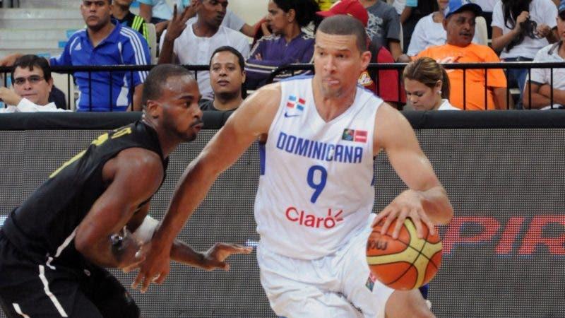 Francisco García, de RD, ante Jamaica en el Premundial de basket en Caracas.