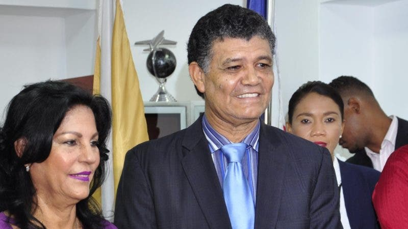El pais.Alcalde de Santo Domingo Oeste, Francisco Peña resibe al Embador de Israel Daniel Biran.Hoy/Pablo Matos     4-09-2018