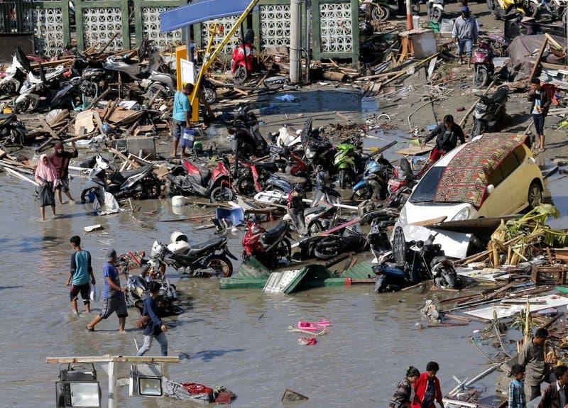 Sube a más de 800 el número de muertos por sismo
