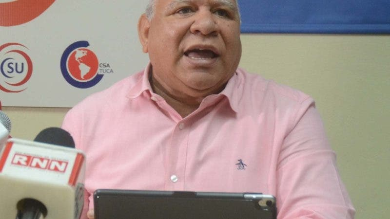 Julio Cesar García Cruceta, representante de Sindicato Nacional de Trabajadores de la Enfermería, durante una Rueda de Prensa en el CNUS. Santo Domingo Rep. Dom. Foto Pedro Sosa
