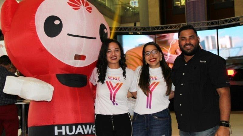 Rostros. Serie Y.  Blenlly Pimentel, Angelina Martínez y Anthony María, ejecutivos de Huawei