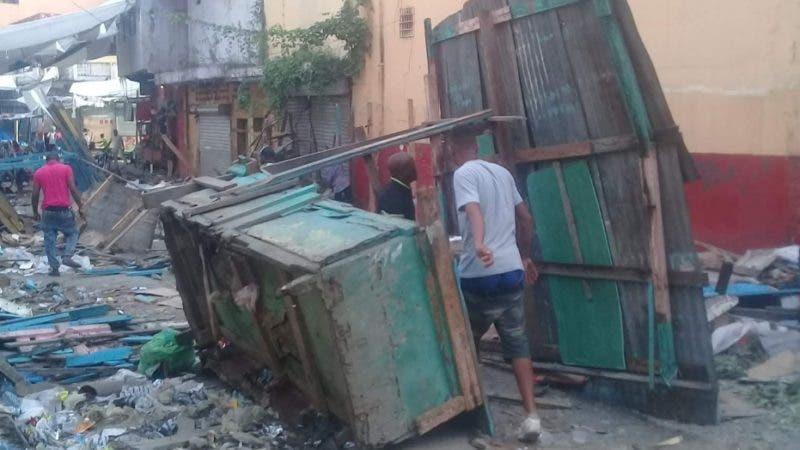 Buhoneros del mercado viejo de San Cristobal son trasladados al mercado Abelarlo Liriano. Hoy/Fuente Externa  19/9/18
