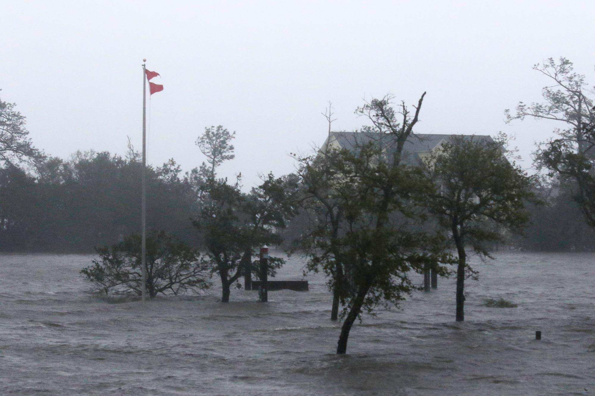 Ojo del huracán  Florence se mueve lento cerca de la costa sureste Carolina del Norte