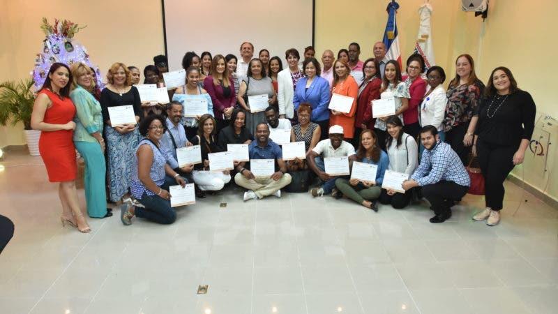 Artesanos reciben certificado concurso de Navidad