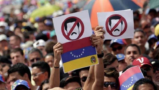 Oposición venezolana intenta reagruparse para llamar a huelga contra Maduro