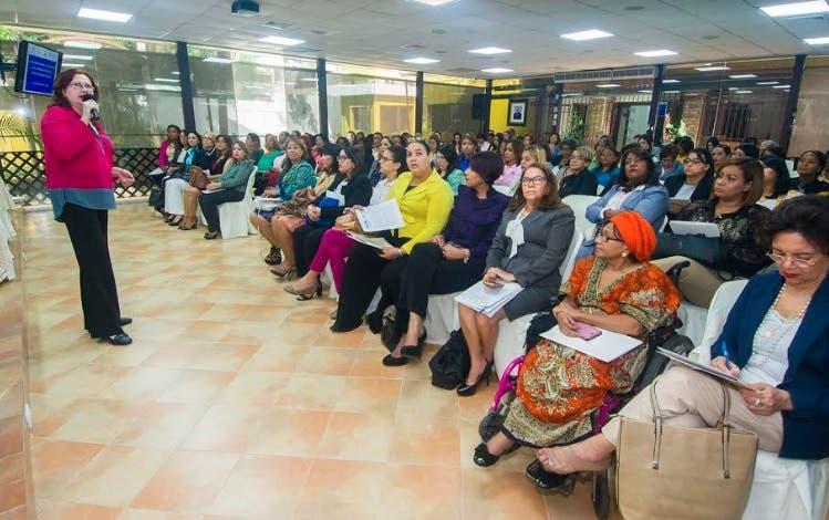 JCE-OEA lanzan curso para candidatas electorales dominicanas