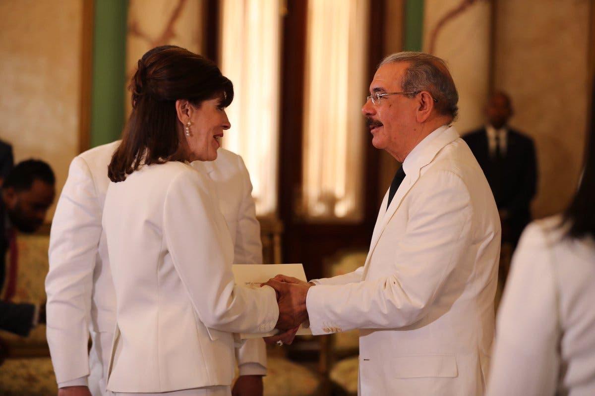 Fotos y video: Danilo Medina recibe cartas credenciales de la embajadora de EE. UU. en el país