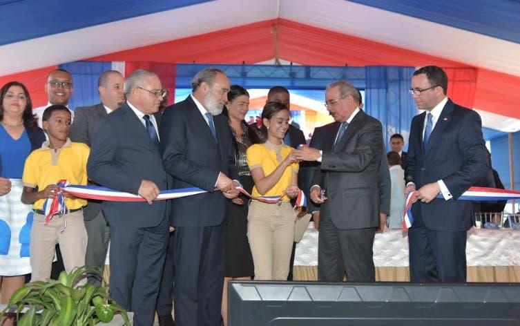 Presidente Medina entrega politécnico en municipio Esperanza