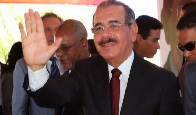 Presidente Medina invita a los dominicanos a celebrar con prudencia y respeto