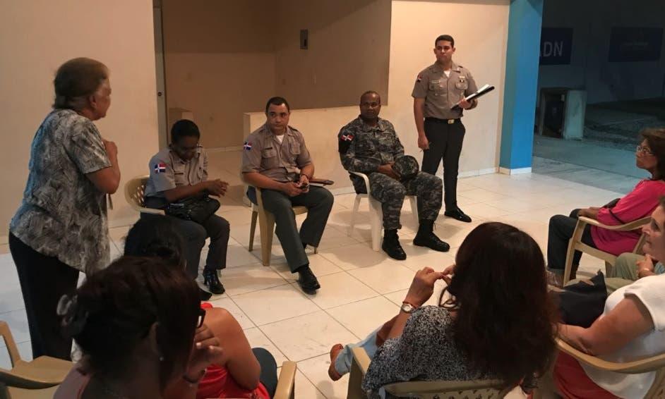 Director de la Policía en el DN sostiene encuentro con juntas de vecinos