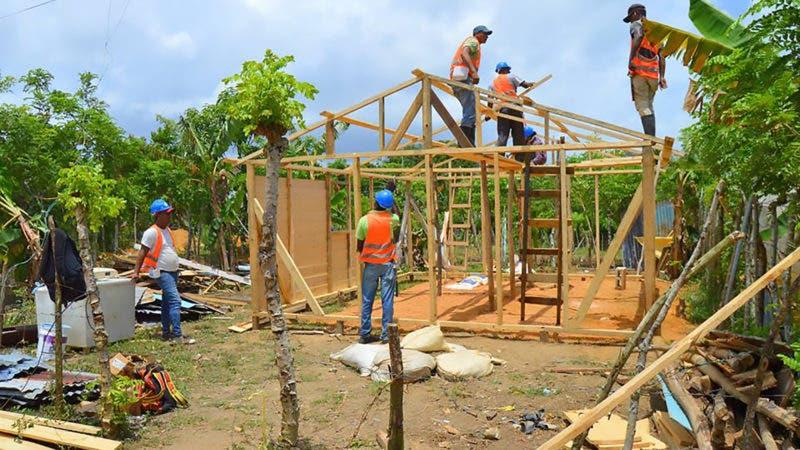 FOTO 2 - WV Y HABITAT - Ya son más de 160 viviendas reparadas a familias afectadas por los huracanes Irma y María en los municipios El Seibo y Miches 2