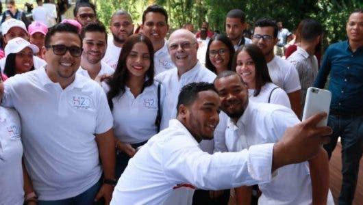 """Hipólito Mejía presenta a líderes juveniles propuesta """"Transición Necesaria"""""""