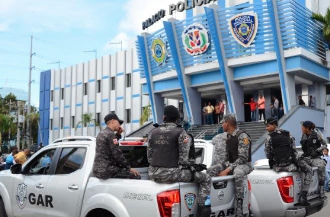 Policías y guardias esperan ser ascendidos por Luis Abinader