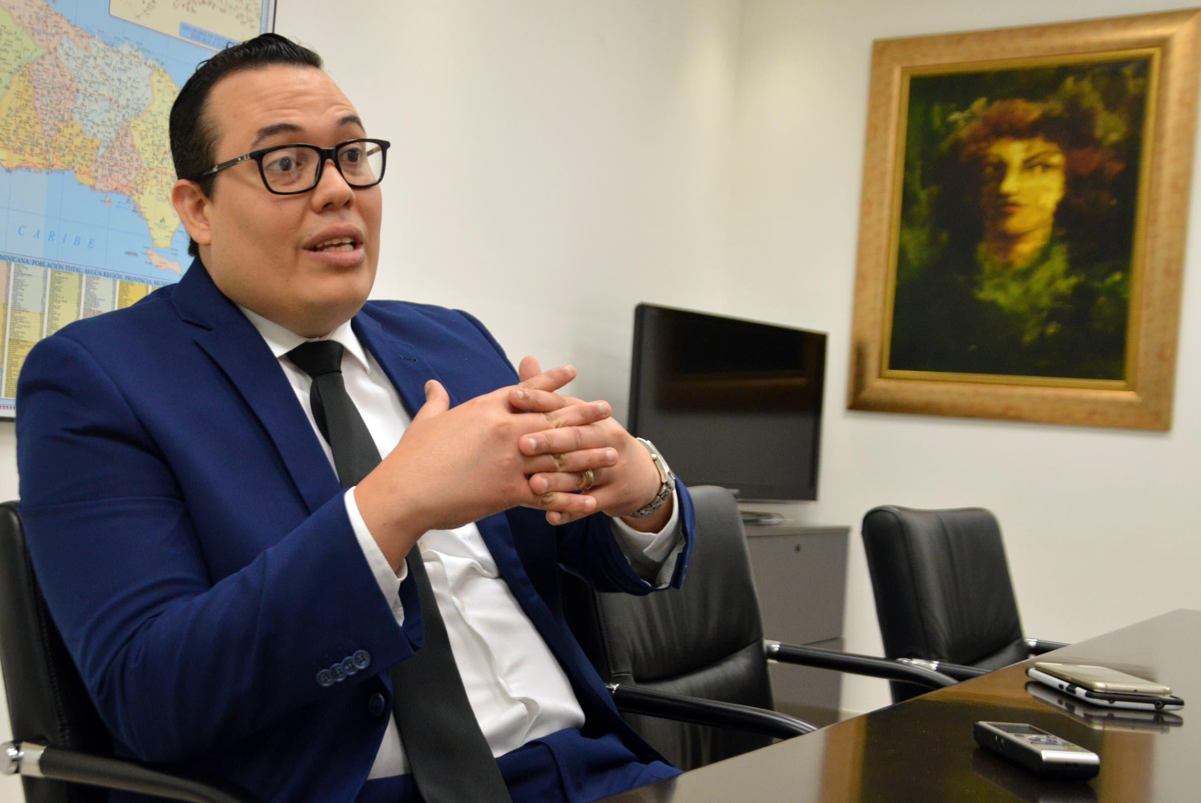 Entrevista al señor Manuel Romero, durante una visita a la redacción del periódico Hoy. Foto/ Napoleón Marte 04/10/
