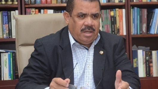 Interferencia radial haitiana preocupa a Sánchez Rosa
