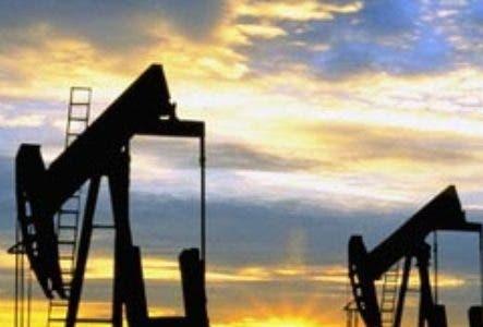 Oil Well Pumps --- Image by © Craig Aurness/CORBIS. Petroleo