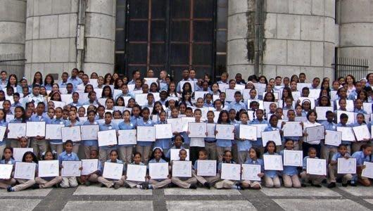 Alaver enfocada en apoyar la educación de jóvenes