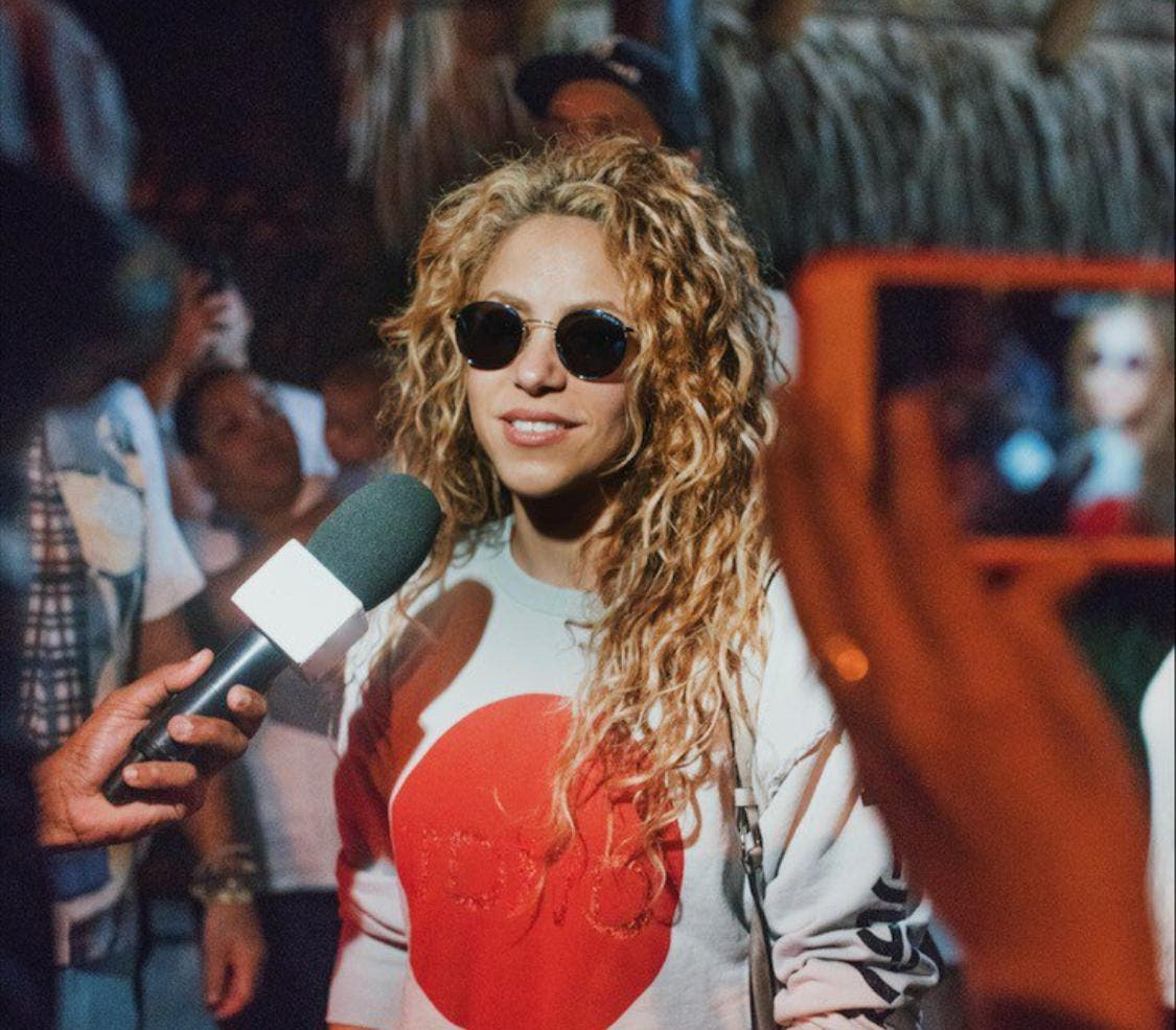 Video: Shakira con las caderas lista y feliz para el show de hoy