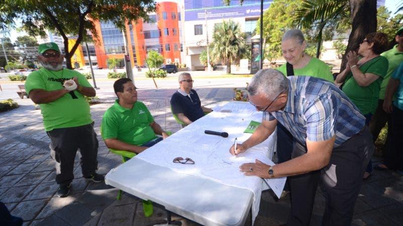 La Marcha Verde realizo una firma Compromiso en Parque La Lira de Santo Domingo Rep. Dom. 21 de agosto del 2018. Foto Pedro Sosa