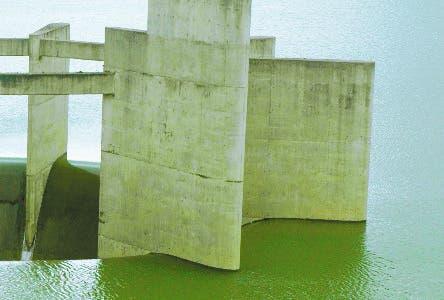 San Juan celebra que la  presa esté llena al tope