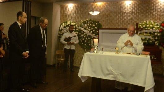 Sepultan restos de Carmen Rosa Balaguer en Cristo Redentor
