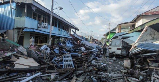 Sube a 1,234 la cifra de muertos por el terremoto y el tsunami en Indonesia
