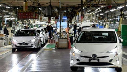 Toyota llama a revisión 2,4 millones de vehículos híbridos en el mundo