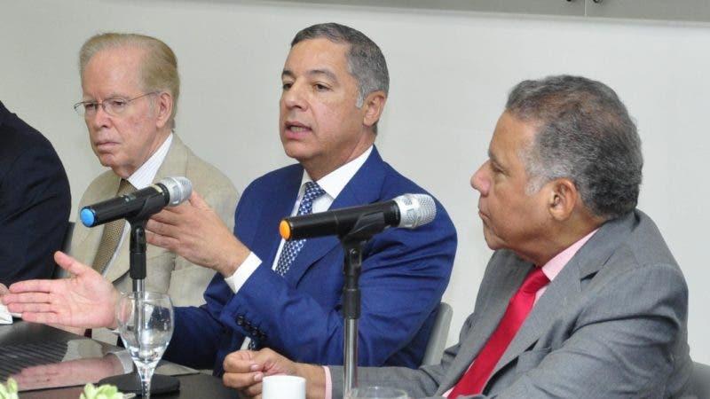 El pais.Almuerzo del Grupo de Comunicaciones Corripio, con el señor Donald Guerrero Ortiz Ministro de Hacienda.Hoy/Pablo Matos         3-10-2018