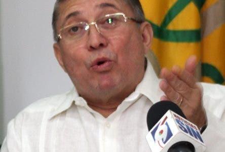 Uzcátegui dice RD tiene 30 mil venezolanos ilegales