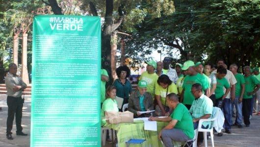 Marcha verde recibe firmas contra corrupción en el país