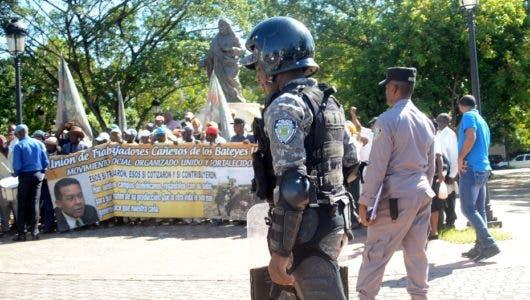 Cañeros en  vigilia frente al Palacio  de la Presidencia