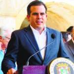 """PTR01. SAN JUAN (PUERTO RICO), 08/06/2017.- El gobernador de Puerto Rico, Ricardo Roselló, habla durante una conferencia de prensa hoy, jueves 8 de junio de 2017, en San Juan (Puerto Rico). Rosselló dio hoy la bienvenida a la grabación del filme """"Imprisoned"""" en la isla caribeña, proyecto que como dijo creará cientos de empleos para la economía local. EFE/JORGE MUÑIZ"""