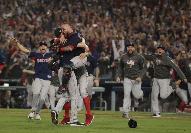 5. Los Medias Rojas de Boston celebran tras ganar la Serie Mundial ante los Dodgers de Los Ángeles, el domingo 28 de octubre de 2018 (AP Foto/Jae C. Hong)