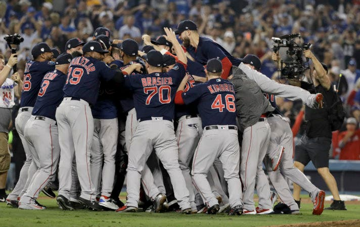17. los Medias Rojas de Boston festejan la conquista de la Serie Mundial ante los Dodgers de Los Ángeles, el domingo 28 de octubre de 2018 (AP Foto/David J. Phillip)