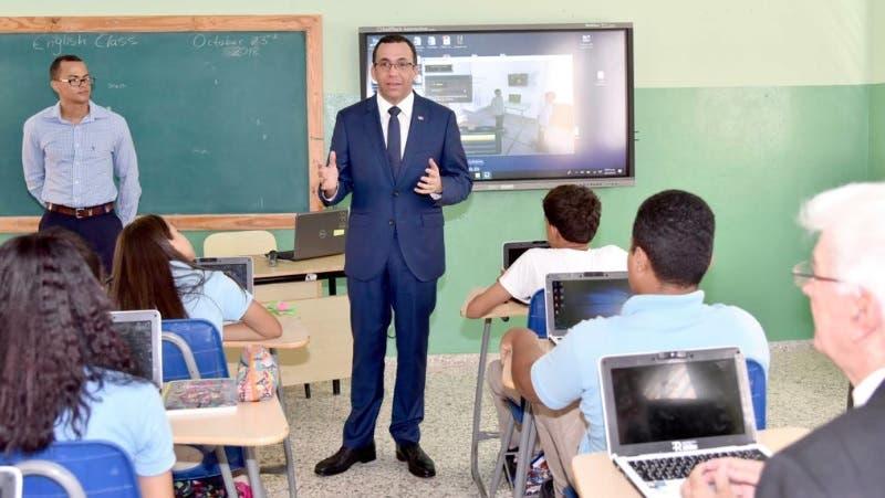 Navarro pone en marcha programa República Digital en escuelas de Baní