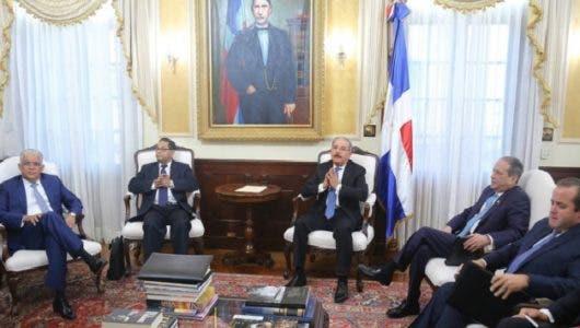 Advierte vacantes de altas cortes serán llenadas con amigos de Danilo Medina