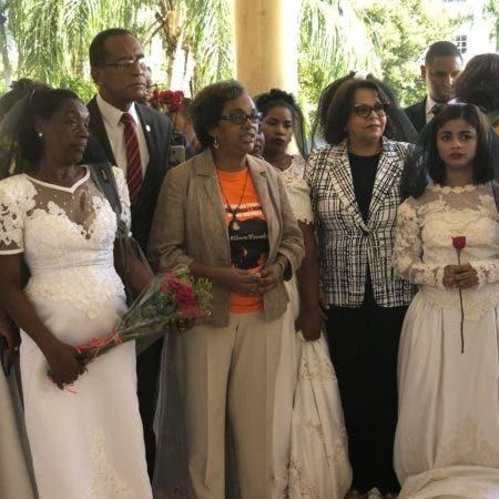 2. Marcha de las Novias en contra de la violencia a la mujer en la UASD