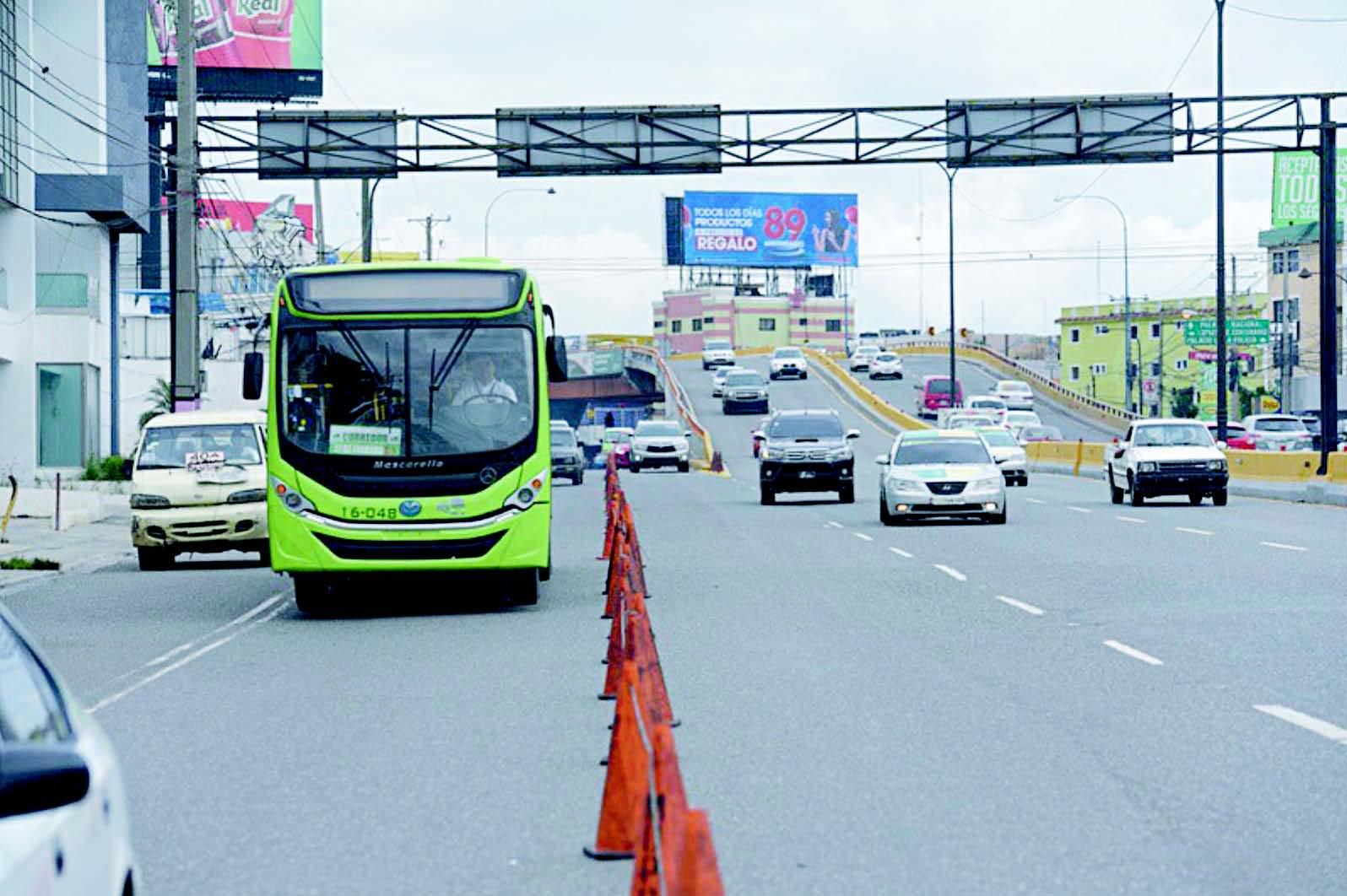 """El Corredor Duarte y el Expreso 27 de Febrero han producido una """"demanda inducida"""" pues los automóviles que no los empleaban ahora transitan por ellos"""