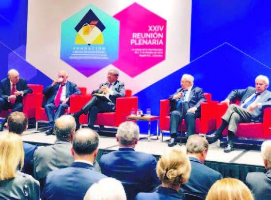 El expresidente Leonel Fernández durante su participación en la reunión
